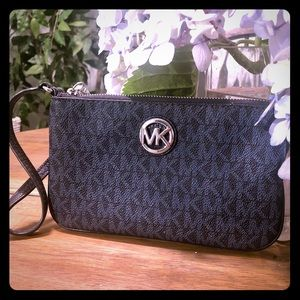 🌟 MICHAEL KORS 🌟 Wristlet / Wallet with strap